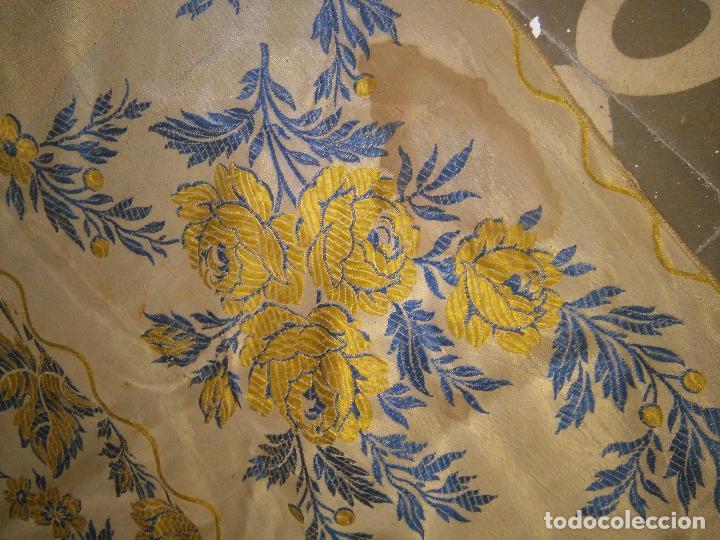 Antigüedades: gran colcha antigua sedina floral cama matrimonio confeccion manto manton traje virgen semana santa - Foto 23 - 91346285