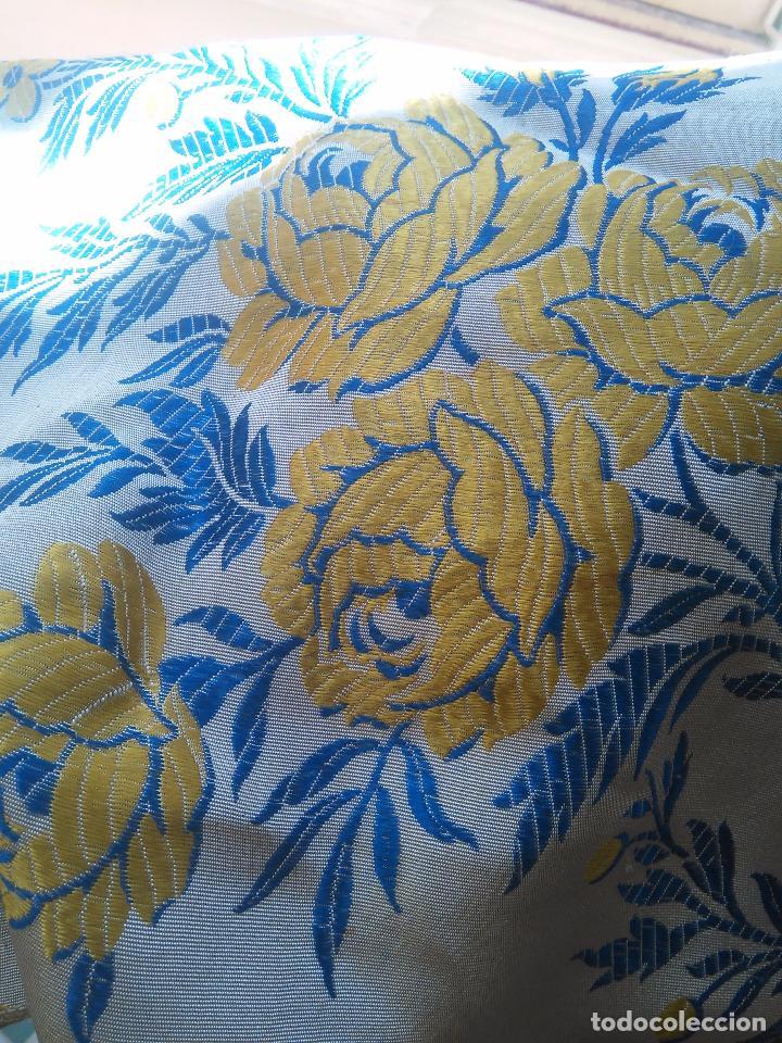 Antigüedades: gran colcha antigua sedina floral cama matrimonio confeccion manto manton traje virgen semana santa - Foto 24 - 91346285