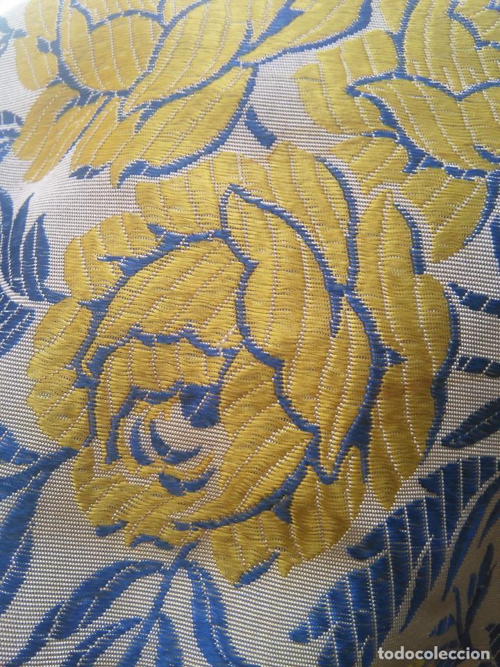 Antigüedades: gran colcha antigua sedina floral cama matrimonio confeccion manto manton traje virgen semana santa - Foto 25 - 91346285