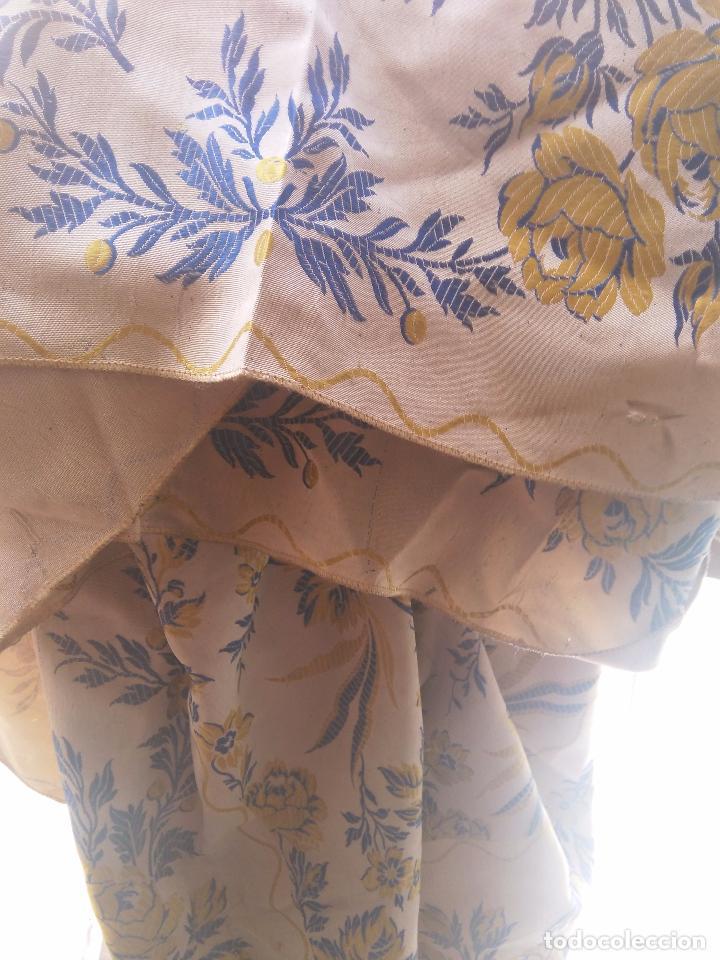 Antigüedades: gran colcha antigua sedina floral cama matrimonio confeccion manto manton traje virgen semana santa - Foto 26 - 91346285