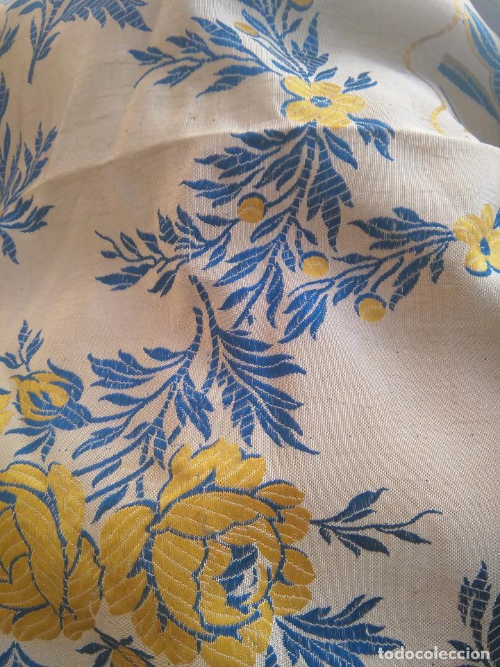 Antigüedades: gran colcha antigua sedina floral cama matrimonio confeccion manto manton traje virgen semana santa - Foto 27 - 91346285