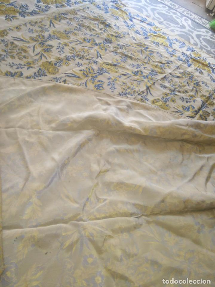 Antigüedades: gran colcha antigua sedina floral cama matrimonio confeccion manto manton traje virgen semana santa - Foto 29 - 91346285