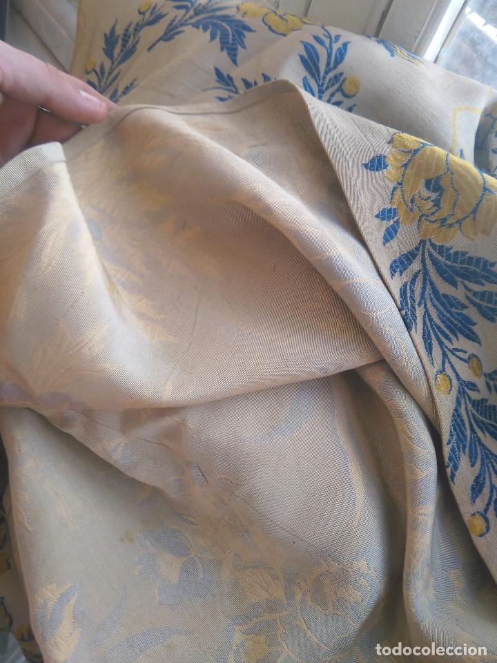 Antigüedades: gran colcha antigua sedina floral cama matrimonio confeccion manto manton traje virgen semana santa - Foto 30 - 91346285