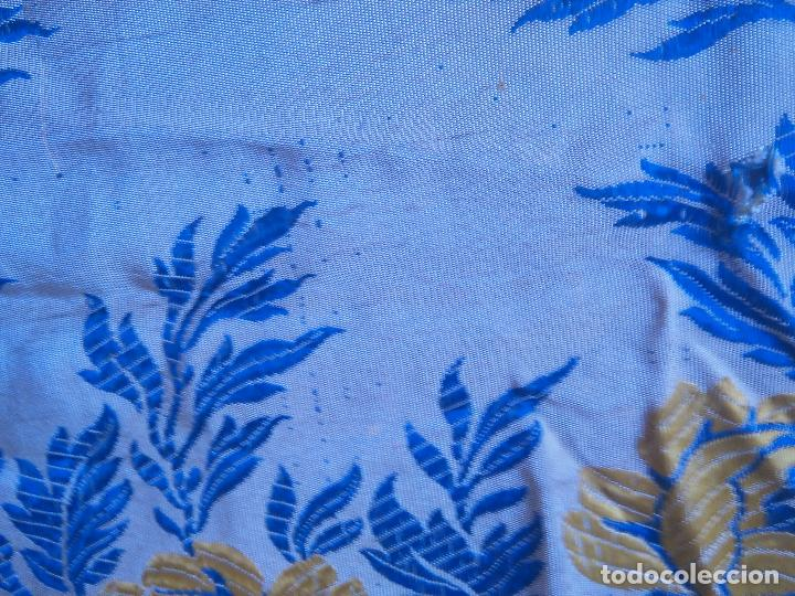 Antigüedades: gran colcha antigua sedina floral cama matrimonio confeccion manto manton traje virgen semana santa - Foto 31 - 91346285