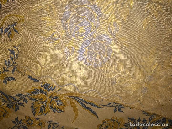 Antigüedades: gran colcha antigua sedina floral cama matrimonio confeccion manto manton traje virgen semana santa - Foto 32 - 91346285