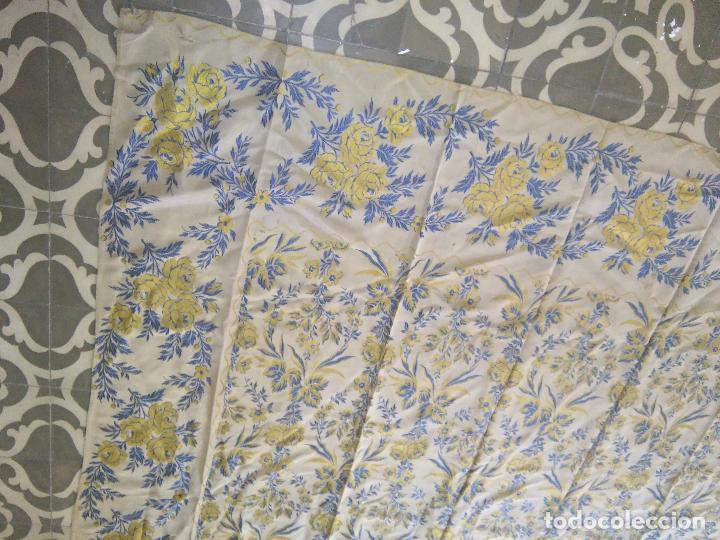 Antigüedades: gran colcha antigua sedina floral cama matrimonio confeccion manto manton traje virgen semana santa - Foto 34 - 91346285