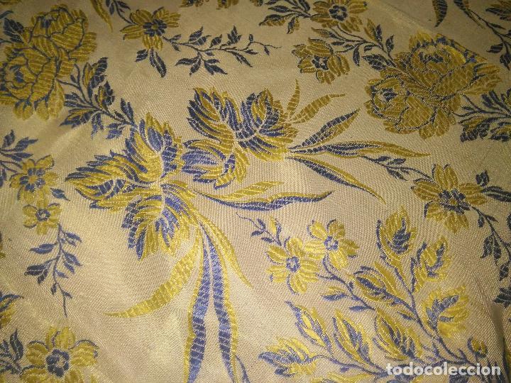 Antigüedades: gran colcha antigua sedina floral cama matrimonio confeccion manto manton traje virgen semana santa - Foto 35 - 91346285