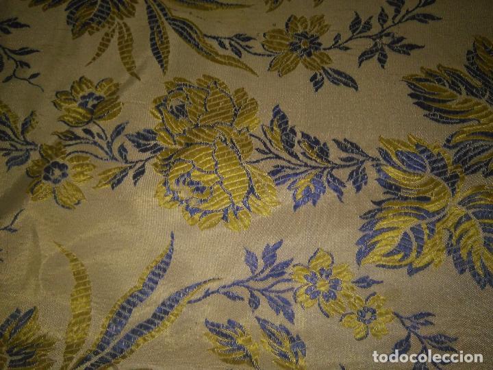 Antigüedades: gran colcha antigua sedina floral cama matrimonio confeccion manto manton traje virgen semana santa - Foto 36 - 91346285