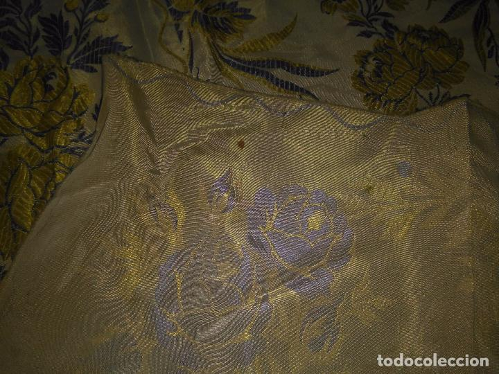 Antigüedades: gran colcha antigua sedina floral cama matrimonio confeccion manto manton traje virgen semana santa - Foto 37 - 91346285