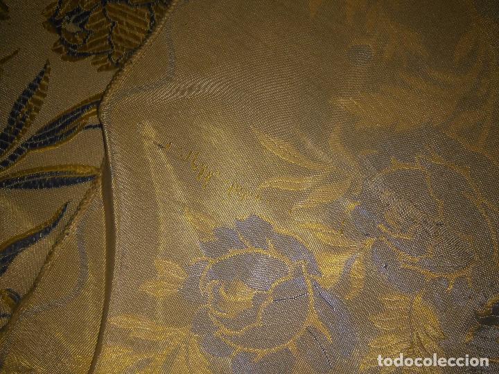 Antigüedades: gran colcha antigua sedina floral cama matrimonio confeccion manto manton traje virgen semana santa - Foto 39 - 91346285