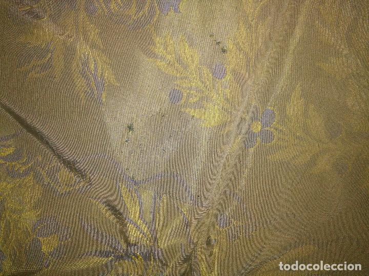 Antigüedades: gran colcha antigua sedina floral cama matrimonio confeccion manto manton traje virgen semana santa - Foto 40 - 91346285