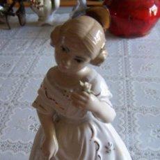 Antigüedades: FIGURA DE PORCELANA DE VALENCIANA (FALLERA) PINTADA A MANO Y CON DORADOS. SANTA RUFINA (ALDAYA). Lote 91381325