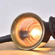 Antigüedades: LAMPARA FAROL DE CARRO FARO CON CASQUILLO LINTERNA DE CARRUAJE FOCO DE COCHE APLIQUE ANTIGUO. Lote 91384930