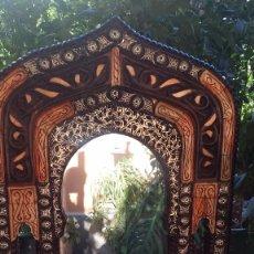 Antigüedades: PRECIOSO ESPEJO ESTILO ARABE DE TARACEA. Lote 128593858