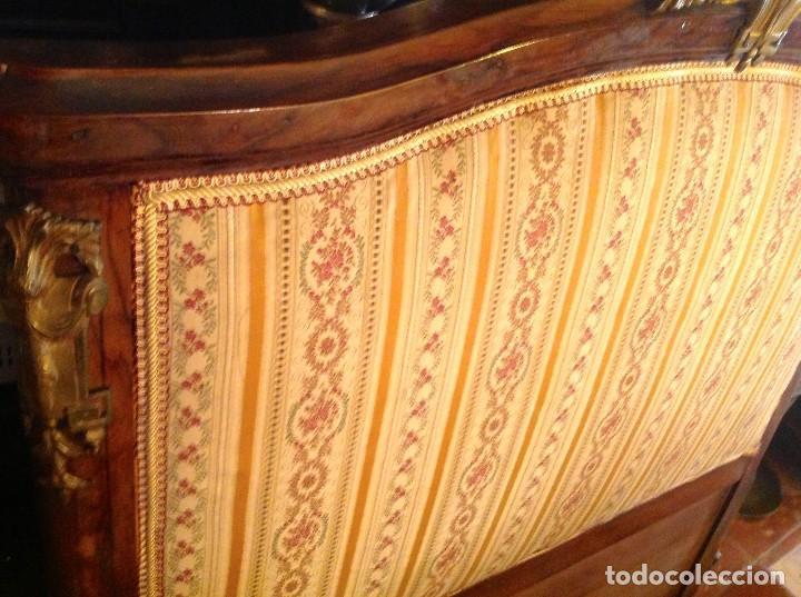 Antigüedades: Antigua Cabecera Cama Estilo Imperio Y Colcha A Juego - Foto 2 - 91564175