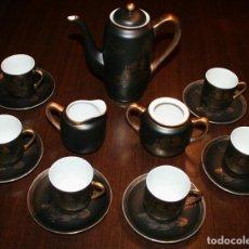 Antigüedades: JUEGO DE CAFÉ, TÉ JAPONÉS DE LA MARCA EIHO COLOR NEGRO Y DORADO CON PAISAJE JAPONÉS. Lote 91585870
