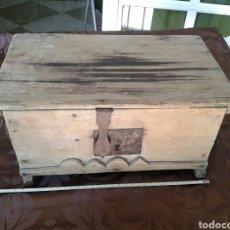 Antigüedades: ARCA MUY ANTIGUA DE MADERA. Lote 91612119