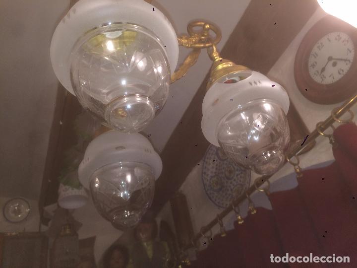 Antigüedades: Antigua lámpara de latón modernista con tulipas de cristal de 3 brazos de los años 20-30 - Foto 3 - 91642015