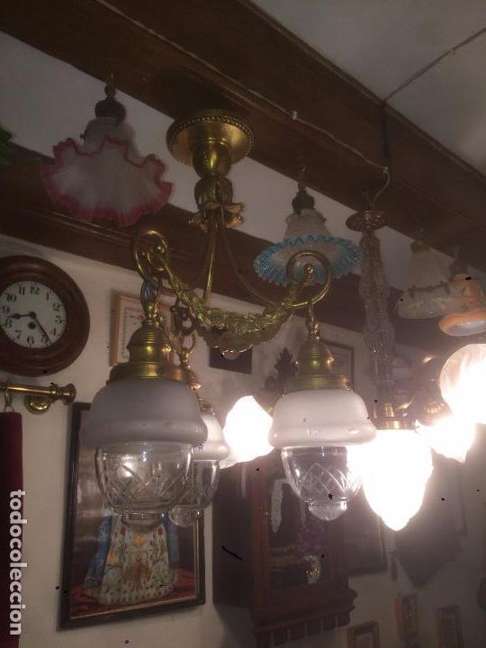 Antigüedades: Antigua lámpara de latón modernista con tulipas de cristal de 3 brazos de los años 20-30 - Foto 7 - 91642015