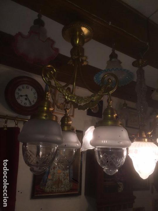 Antigüedades: Antigua lámpara de latón modernista con tulipas de cristal de 3 brazos de los años 20-30 - Foto 8 - 91642015