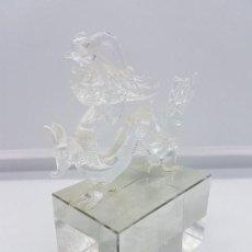 Antigüedades: PRECIOSA FIGURA ANTIGUA EN CRISTAL SOPLADO CHINA DE DRAGON MITOLOGICO SOBRE PEANA DE CRISTAL.. Lote 91657340
