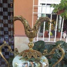 Antigüedades: ANTIGUO JARRON DE PORCELANA Y BRONCE. Lote 91666530