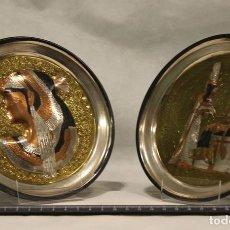 Antigüedades: CONJUNTO DE DOS PLATOS DE METAL CON FONDO DORADO,ESCENAS DEL EGIPTO ANTIGUO.. Lote 91678955
