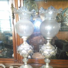 Antigüedades: VINTAGE PAREJA LAMPARA DE MESILLAS MESITAS DE NOCHE, METAL PLATEADO 51 CM LAMPARAS PIE. Lote 91712545