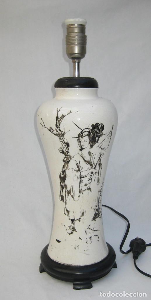 Antigüedades: ELEGANTE LAMPARA ANTIGUA EN CERAMICA Y MADERA CON ESCENA DE CHINA O JAPONESA PINTADA A MANO - Foto 4 - 91860210