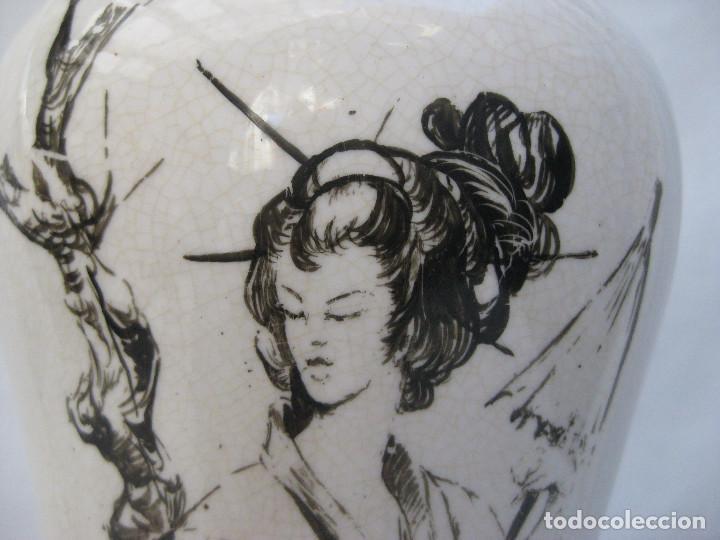 Antigüedades: ELEGANTE LAMPARA ANTIGUA EN CERAMICA Y MADERA CON ESCENA DE CHINA O JAPONESA PINTADA A MANO - Foto 5 - 91860210