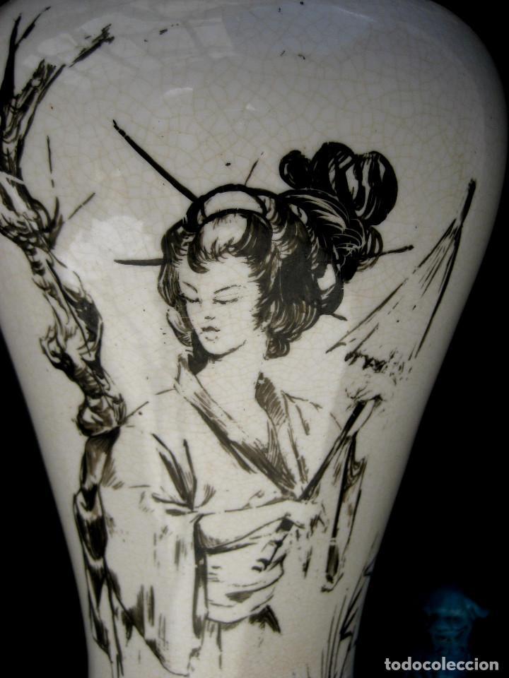 Antigüedades: ELEGANTE LAMPARA ANTIGUA EN CERAMICA Y MADERA CON ESCENA DE CHINA O JAPONESA PINTADA A MANO - Foto 9 - 91860210