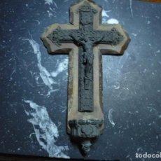 Antigüedades: CRUCIFIJO CON BENDITERA ,MADERA Y LATON 36,5 CM. Lote 91864960