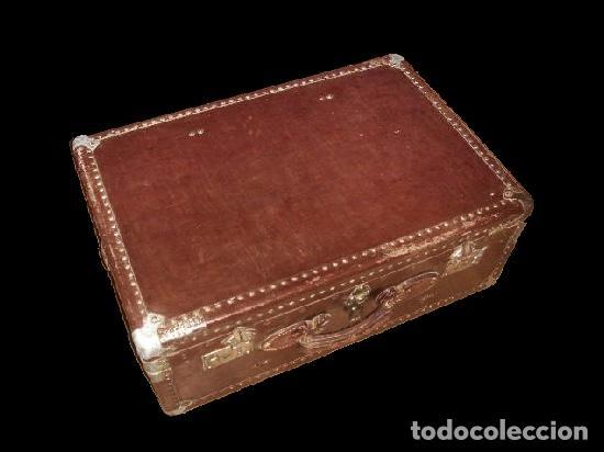 EXCEPCIONAL MALETA ANTIGUA,CON MUCHO EMPAQUE. (Antigüedades - Muebles Antiguos - Baúles Antiguos)