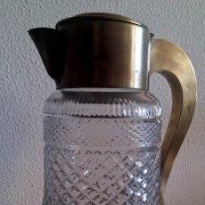Antigüedades: JARRA DE CRISTAL TALLADO CON ASA Y BOCAL DE LATÓN. REF. 748. Lote 91924890