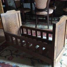 Antigüedades: ANTIGUA CUNA DE CASTAÑO CON BALANCÍN. Lote 91942950