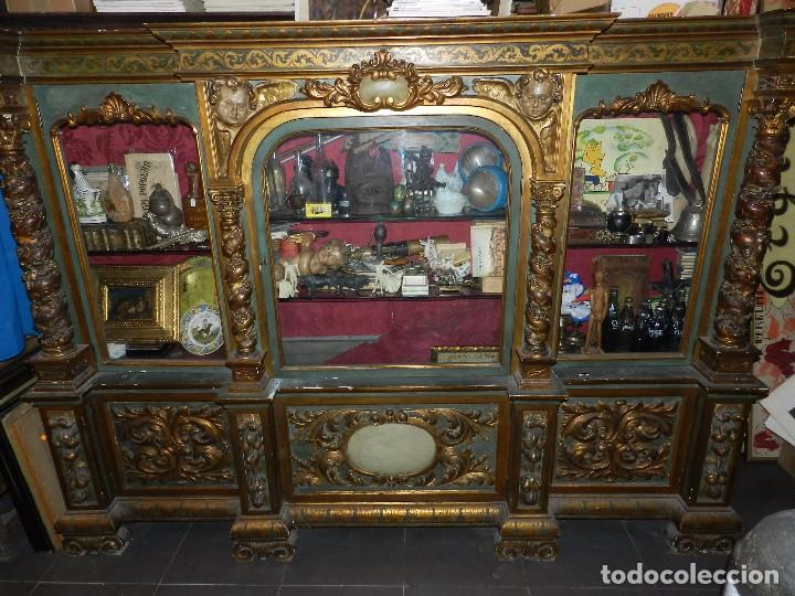 Antigüedades: (M) ANTIGUO MUEBLE VITRINA POLICROMADO REALIZADO EN LOS AÑOS 50 CON ANTIGUAS PIEZAS DE ALTAR S.XVIII - Foto 4 - 91946845