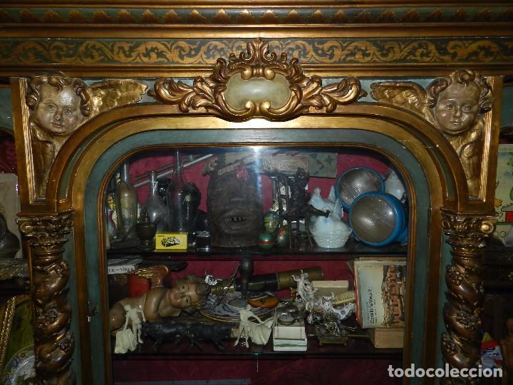 Antigüedades: (M) ANTIGUO MUEBLE VITRINA POLICROMADO REALIZADO EN LOS AÑOS 50 CON ANTIGUAS PIEZAS DE ALTAR S.XVIII - Foto 7 - 91946845