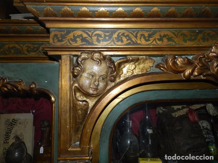 Antigüedades: (M) ANTIGUO MUEBLE VITRINA POLICROMADO REALIZADO EN LOS AÑOS 50 CON ANTIGUAS PIEZAS DE ALTAR S.XVIII - Foto 8 - 91946845