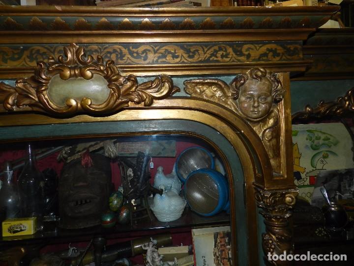 Antigüedades: (M) ANTIGUO MUEBLE VITRINA POLICROMADO REALIZADO EN LOS AÑOS 50 CON ANTIGUAS PIEZAS DE ALTAR S.XVIII - Foto 9 - 91946845