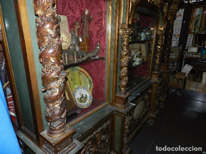 Antigüedades: (M) ANTIGUO MUEBLE VITRINA POLICROMADO REALIZADO EN LOS AÑOS 50 CON ANTIGUAS PIEZAS DE ALTAR S.XVIII - Foto 12 - 91946845