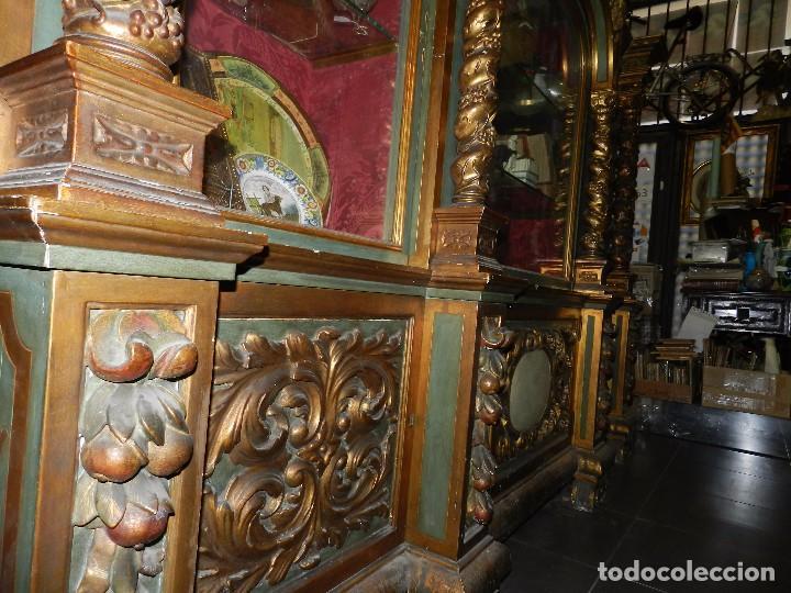 Antigüedades: (M) ANTIGUO MUEBLE VITRINA POLICROMADO REALIZADO EN LOS AÑOS 50 CON ANTIGUAS PIEZAS DE ALTAR S.XVIII - Foto 13 - 91946845