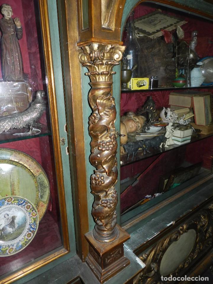 Antigüedades: (M) ANTIGUO MUEBLE VITRINA POLICROMADO REALIZADO EN LOS AÑOS 50 CON ANTIGUAS PIEZAS DE ALTAR S.XVIII - Foto 14 - 91946845