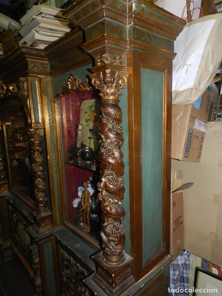 Antigüedades: (M) ANTIGUO MUEBLE VITRINA POLICROMADO REALIZADO EN LOS AÑOS 50 CON ANTIGUAS PIEZAS DE ALTAR S.XVIII - Foto 21 - 91946845