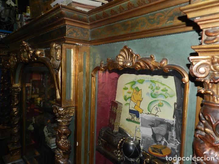 Antigüedades: (M) ANTIGUO MUEBLE VITRINA POLICROMADO REALIZADO EN LOS AÑOS 50 CON ANTIGUAS PIEZAS DE ALTAR S.XVIII - Foto 25 - 91946845