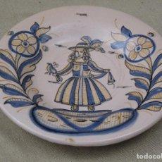 Antigüedades: PLATO EN CERAMICA PINTADA Y VIDRIADA- NIVEIRO - SERIE TRICOLOR - TALAVERA DE LA REINA ( TOLEDO ). Lote 91959345