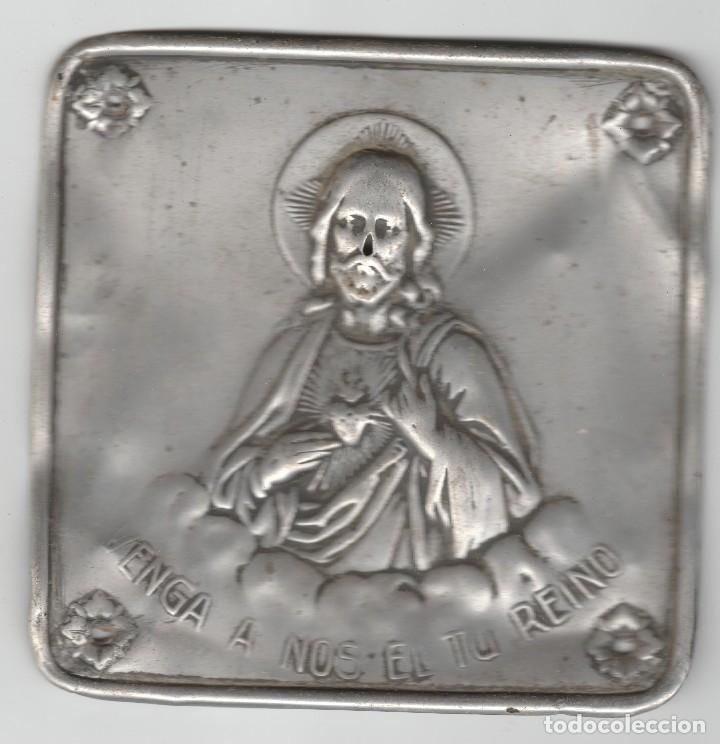 ANTIGUO CARTEL DE ALUMINIO-VENGA A NOS EL TU REINO (Antigüedades - Religiosas - Medallas Antiguas)