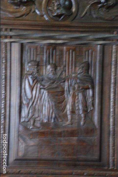Antigüedades: ELEGANTE MUEBLE RECIBIDOR COMPLETAMENTE TALLADO - CABALLERO JURANDO LEALTAD AL REY - SOMBRERERO,ETC - Foto 3 - 91970930