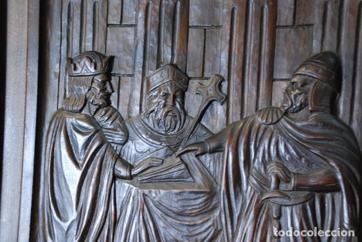 Antigüedades: ELEGANTE MUEBLE RECIBIDOR COMPLETAMENTE TALLADO - CABALLERO JURANDO LEALTAD AL REY - SOMBRERERO,ETC - Foto 4 - 91970930