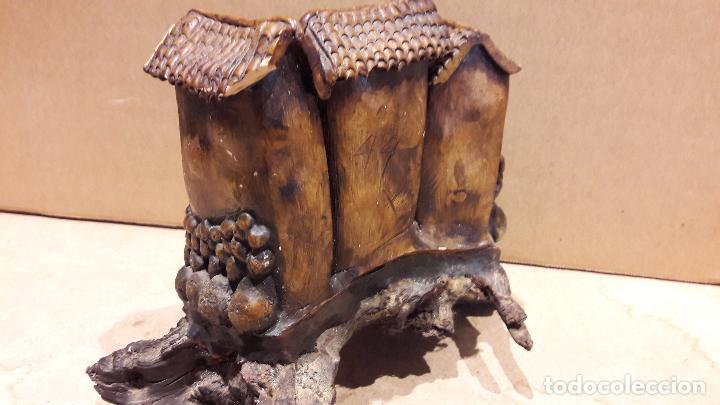 Antigüedades: CASAS COLGANTES EN RESINA SOBRE UN TRONCO. 18 X 15 CM / - Foto 9 - 92096655