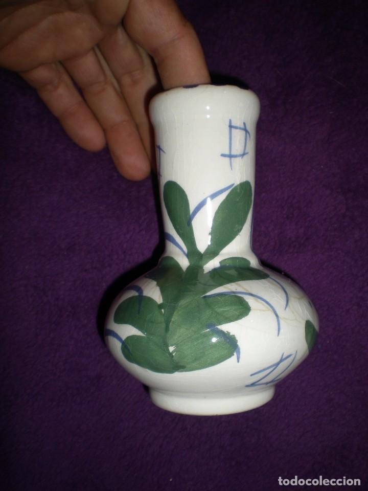 Antigüedades: florero hecho y pintado ha mano barro cocido vidriado con motivos florales buen estado - Foto 2 - 92115945